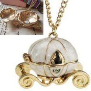 Cinderella Carriage Seashell Locket Necklace 🌸